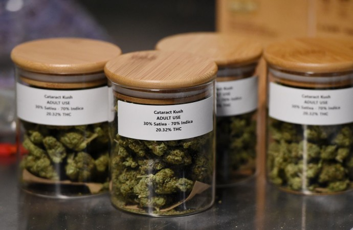Medical marijuana shops can now sell recreational product in Jackson